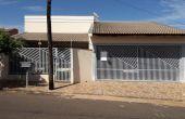 0013, Casa a Venda com Piscina na Vila Santos - Próxima ao Centro de Itápolis - Ótima oportunidade